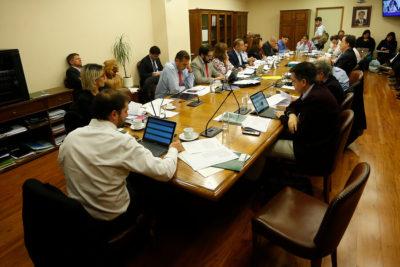 Comisión de Salud aprueba considerar a menores de edad en proyecto de eutanasia