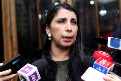 """Intendenta Karla Rubilar: """"Inaceptable que con tres gotas de lluvia se corte la luz en 10 comunas"""""""