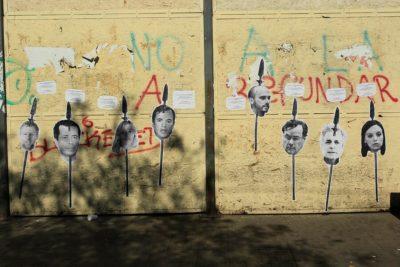 Diputados que apoyaron el TPP-11 denunciaron amenazas de muerte por imágenes pegadas cerca del Congreso