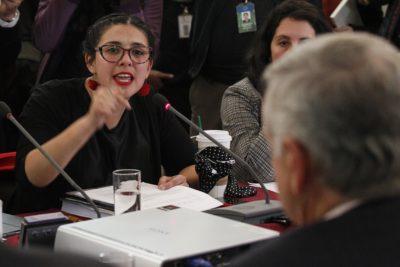 """""""Indecencia"""" y """"vergüenza"""" lo más suave: el mensaje de Cariola a Piñera y Chadwick por los montos de sus contribuciones"""