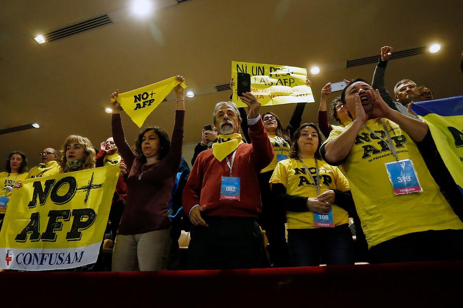 Cristóbal Bellolio destruye discurso en el Congreso de Luis Mesina y No + AFP
