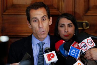 """Alcalde Alessandri y registro de mochilas en el Instituto Nacional: """"Uno va al cine y revisan el bolso"""""""