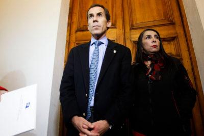 """Alcalde de Santiago defiende revisión de mochilas: """"Que me lleven a la justicia"""""""