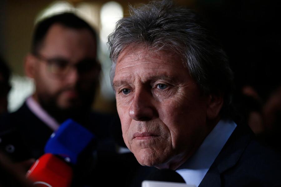 """""""Ministro Espina reitera que viaje de Cristóbal Piñera"""