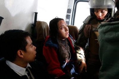 Carabineros entrega antecedentes de agresión a fotógrafa al Ministerio Público