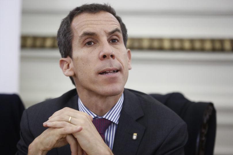 """Alessandri contra Tohá por tomas del IN: """"Ella autorizó si eran votadas y la Corte decretó que era ilegal"""""""