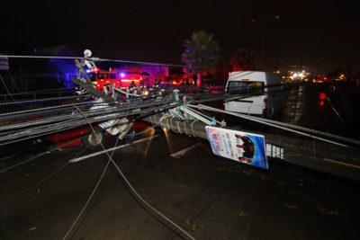 Tornado en Los Ángeles: dan de alta a 13 lesionados y hogares sin luz bajan de 5.000 a 2.000