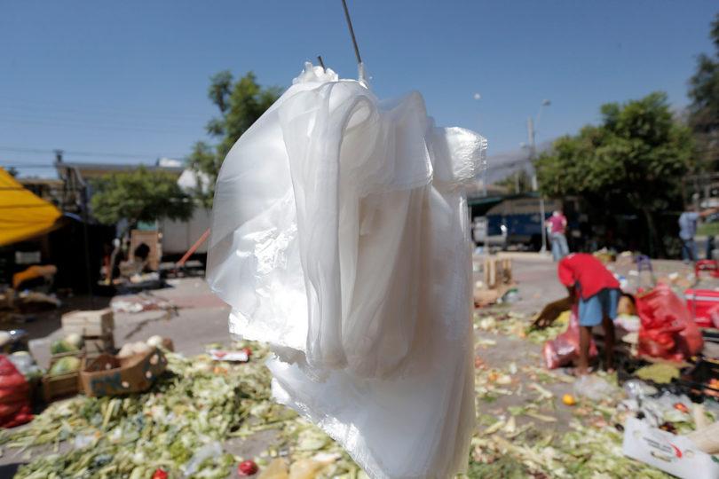 Presentan proyecto de ley para eliminar todos los plásticos del comercio