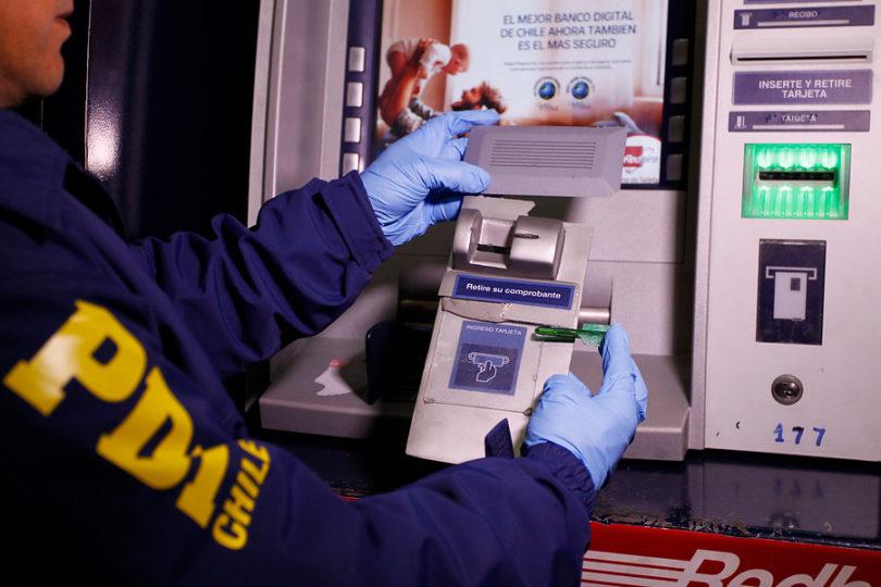 SBIF confirma masiva clonación de tarjetas en dos comunas de la capital