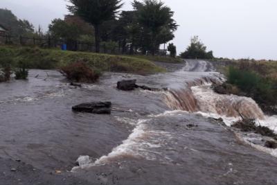 Alerta roja: lluvias, desbordes y aislados en Los Lagos por intenso sistema frontal