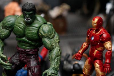 """Alberto Fuguet se declara """"ignorante"""" del mundo Marvel: """"¿Es necesario salvar el mundo?"""""""
