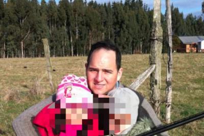 FOTOS | Alcaldesa pide renuncia de intendente de Los Ríos por imágenes de sus hijos con arma