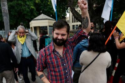 Boric recorre Chile y junta firmas para inscribir nuevo partido de Frente Amplio