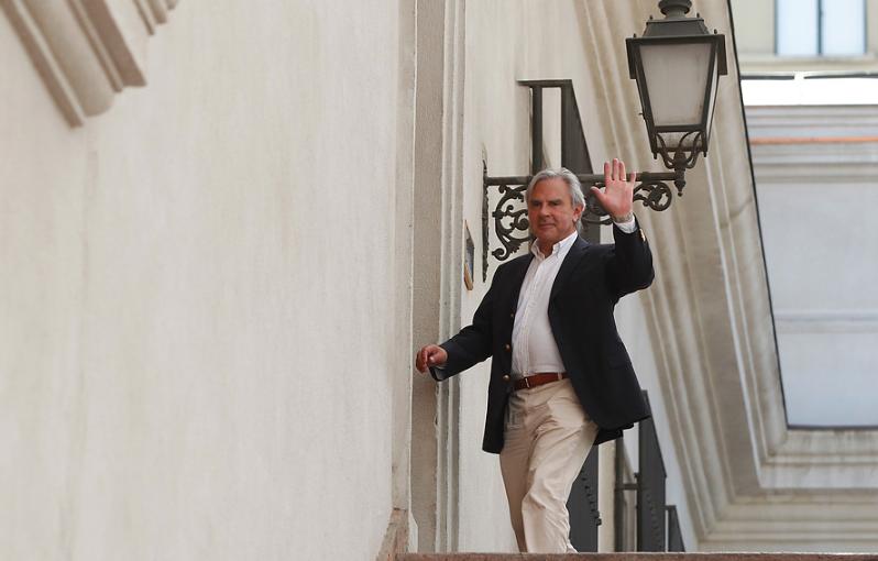"""Moreira por bandera de diversidad sexual en el Senado: """"Falta que pongan la del Colo o la Chile para el día del fútbol"""""""