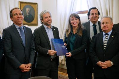Oficialismo pide que Piñera anuncie reducción de parlamentarios en Cuenta Pública