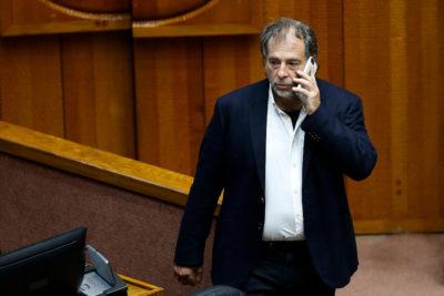 Senador Girardi propuso dar urgencia a proyectos que regulan el alcohol y tabaco