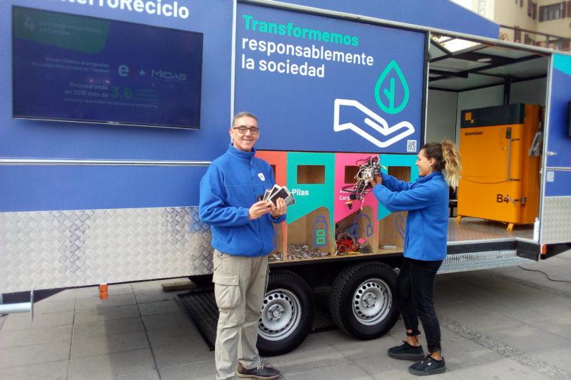 """""""Retruck"""": el primer punto móvil de reciclaje electrónico de Chile se hizo presente en Providencia"""
