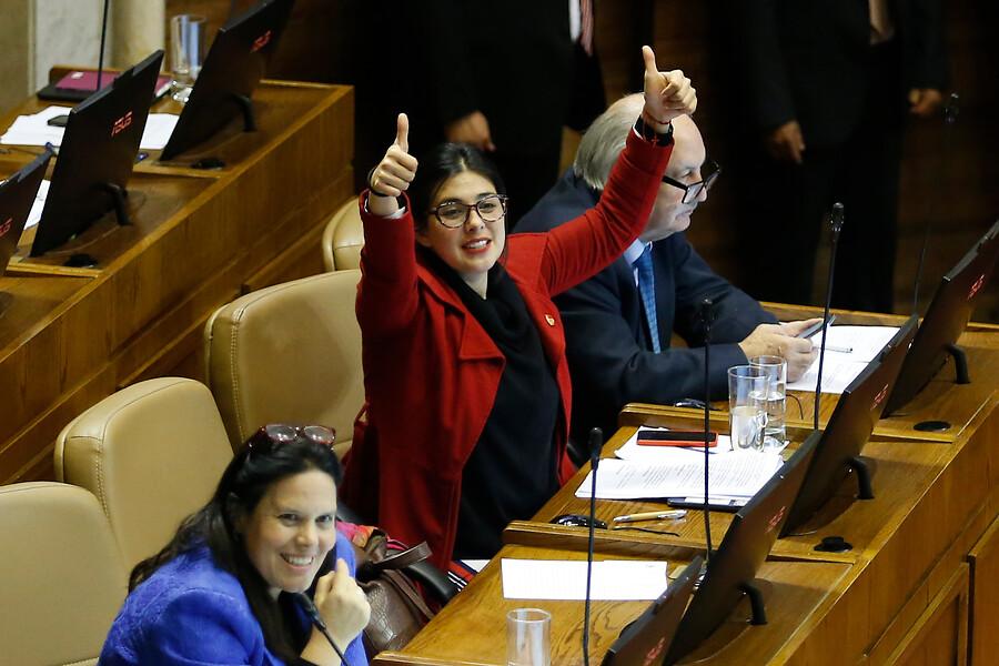 Karol Cariola defiende aumento de gastos operacionales