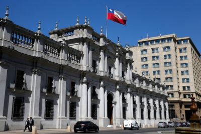 Dron camuflado sobre La Moneda: remueven a carabinero tras extraño incidente de seguridad con ciudadano extranjero