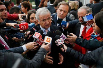 """Pensiones: Larraín pide que parlamentarios """"escuchen a la inmensa mayoría"""""""
