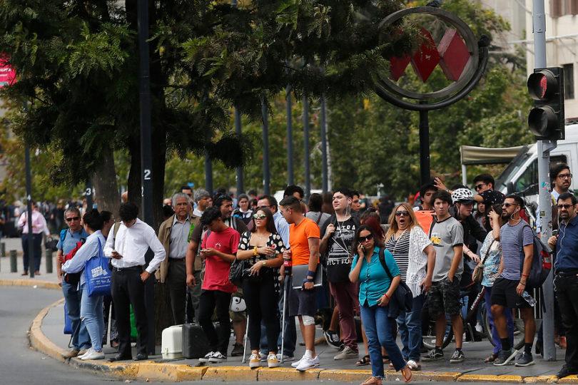 Santiaguinos se demoran hasta 120 minutos para trasladarse en hora peak