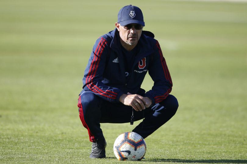 Aseguran que Alfredo Arias no seguirá en la U aunque gane el Superclásico
