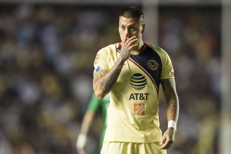 Nicolás Castillo quedó indignado al ser reemplazado en caída del América