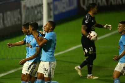 Fútbol chileno en caída libre: U. Española y La Calera se despiden de Copa Sudamericana