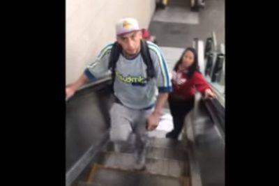 """VIDEO   """"¡Nunca vas a tener pico!"""": funa nacional a sujeto que agrede a pareja lésbica en estación Quinta Normal del Metro"""