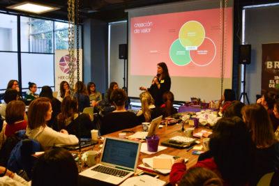 Abren postulaciones a becas de innovación para mujeres con posibilidad de perfeccionamiento en Silicon Valley