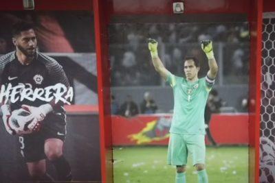 Día del Patrimonio deja al descubierto que imagen de Claudio Bravo fue sacada del camarín de la Roja en el Estadio Nacional