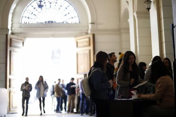 El top 10 de las profesiones universitarias que más aumentan su sueldo