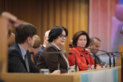 VIDEO | Muy Bolsonaro todo: ministra de la Mujer de Brasil dice que Frozen vuelve lesbianas a las niñas