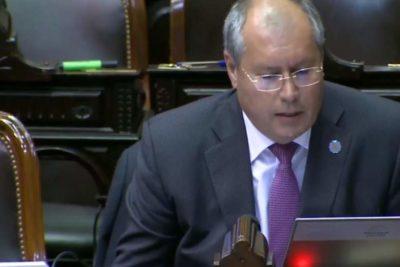 Diputado argentino que presentó proyecto contra las barras de fútbol fue baleado en las afueras del Congreso