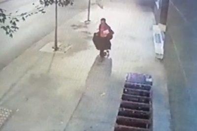 VIDEO | Los registros de las cámaras que permitieron inculpar a acusado de quemar dentro de una maleta a mujer en Providencia