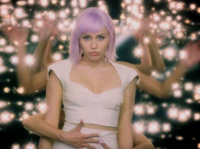 VIDEO | Black Mirror anunció el estreno de su nueva temporada con Miley Cyrus