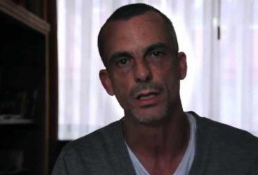 """Actor Pablo Schwarz """"conmemora"""" las Glorias Navales con ácido mensaje sobre Jaime Guzmán y Pinochet"""