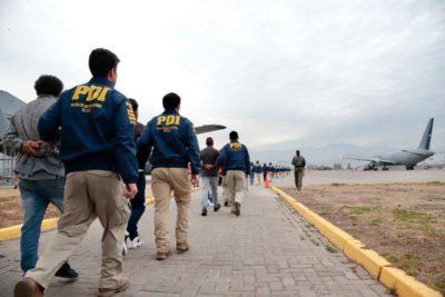 PDI ejecutó expulsión de 57 extranjeros con diversas causas pendientes