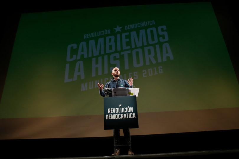 """""""Huyen de un partido de jóvenes con ideas añosas"""": la UDI se da un festín con masiva renuncia de militantes a RD"""