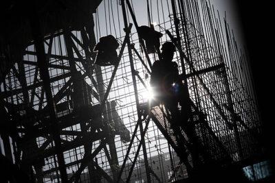 La mitad de los trabajadores recibe un sueldo líquido menor a los $450 mil mensuales