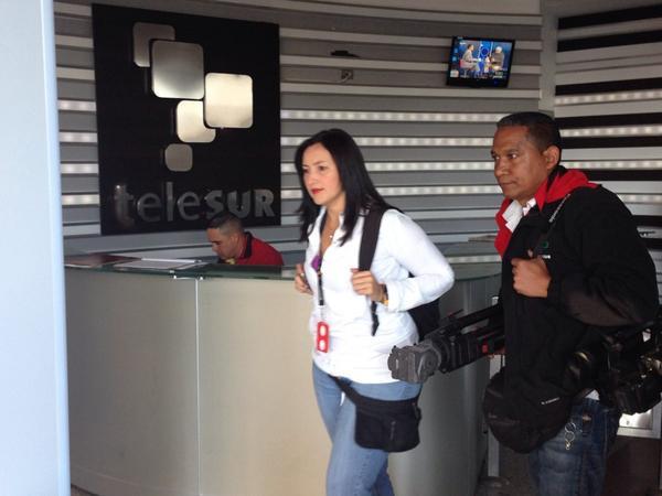 Militares acusaron a periodista de Telesur de hacerse pasar por equipo de TVN en Venezuela