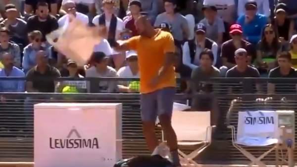 VIDEO   Escándalo total: Kyrgios lanzó una silla a la cancha y fue expulsado del Masters 1000 de Roma