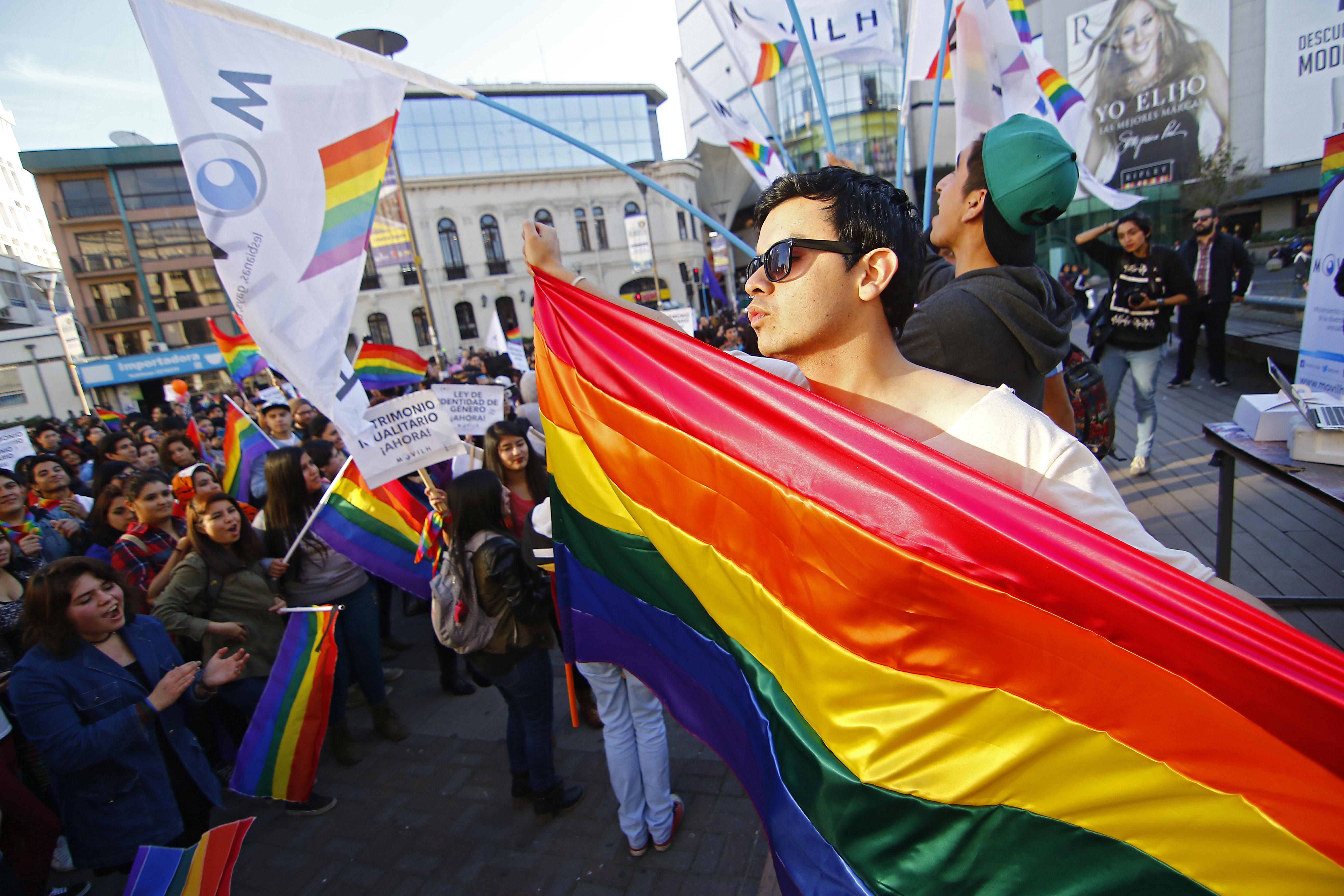 Contraloría saluda al Día Internacional del Orgullo LGBTIQ+ y recuerda dictamen