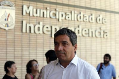 Alcalde de Independencia renuncia a vicepresidencia del PS tras crisis por votaciones