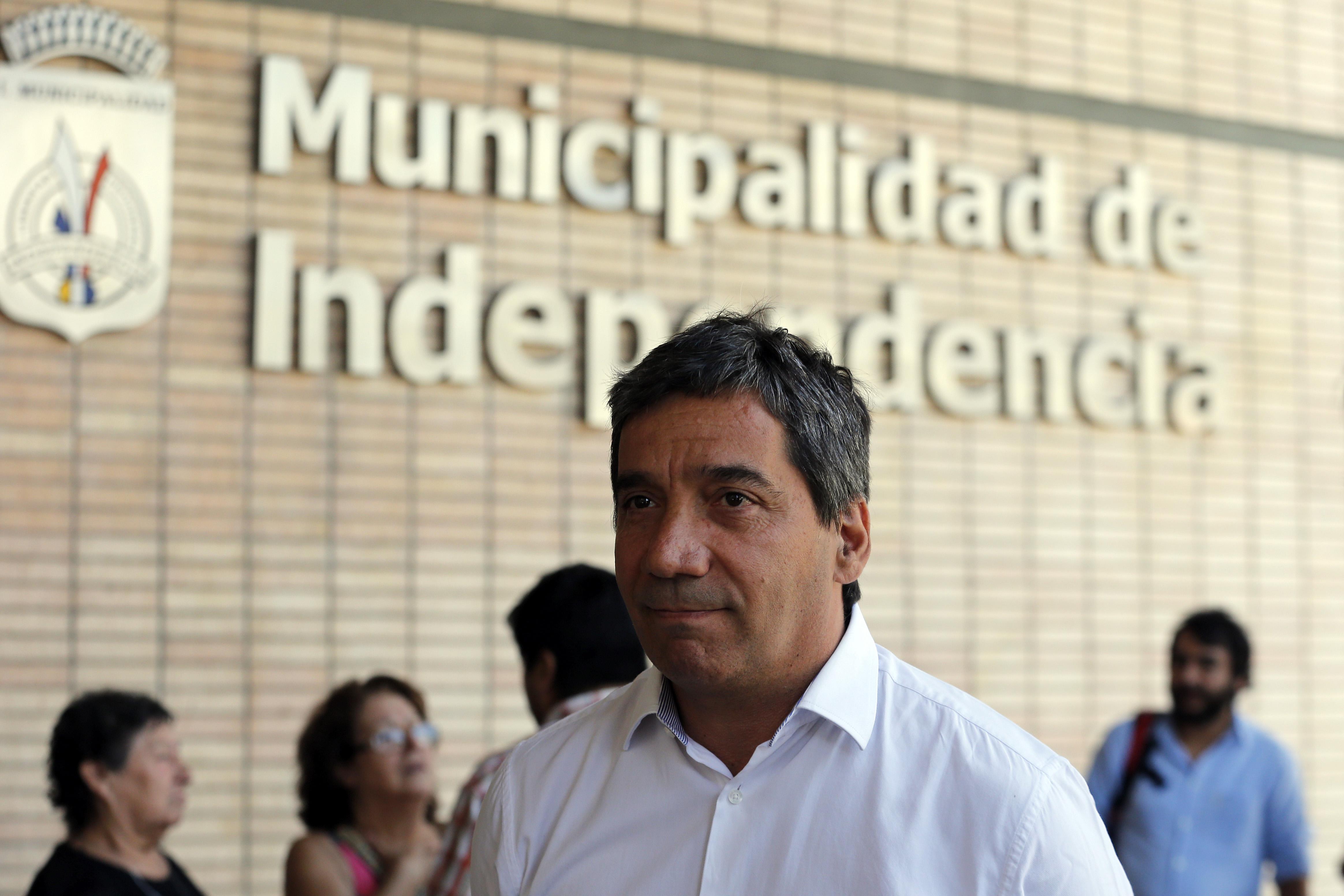 """""""Alcalde de Independencia renuncia a vicepresidencia del PS tras crisis por votaciones"""""""
