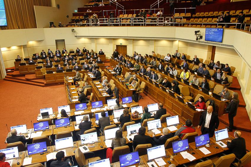 """Despidos por """"pérdida de confianza"""": la cláusula que perjudica a los asesores parlamentarios"""