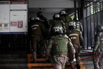 """Colegio se querellará contra Carabineros por usar """"guanaco"""" contra niños de tercero básico"""