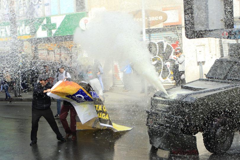 FOTOS | Paro de profesores: violentos incidentes en la Intendencia de Valparaíso