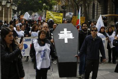 Cadem: 69% apoya paro docente y gestión del Gobierno sigue a la baja