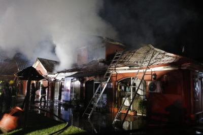 Voraz incendio destruyó histórico edificio de la Municipalidad de Maule